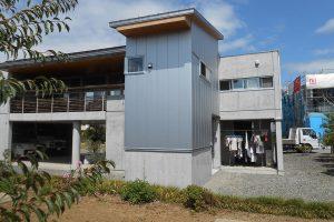 既存に馴染んだ増築の家